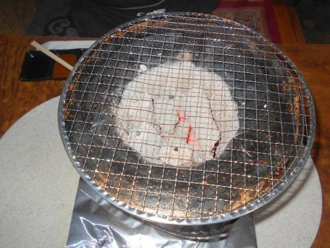 神奈川県相模原市南区相模台4丁目にある焼肉店「焼肉 はせ川」の七輪