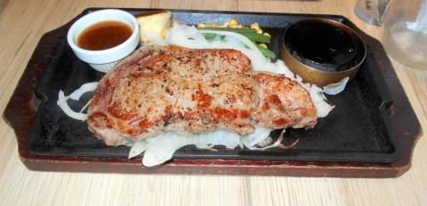 神奈川県横浜市港北区日吉本町1丁目にあるハンバーグとステーキのお店「やながわ精肉店」リブロースステーキ