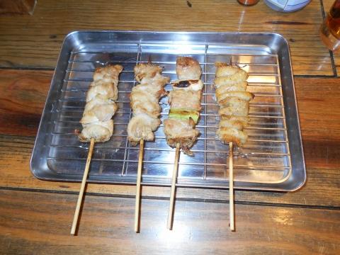 埼玉県所沢市西所沢1丁目にある焼鳥、居酒屋のお店「やきとりにしだ家 西所沢店」もも肉、ねぎま、せせり、鶏皮
