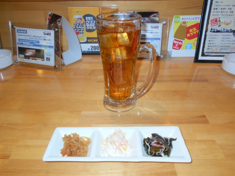 JR内房線JR久留里線の木更津駅近くにある千葉県木更津市中央にあるダイニングバー和食のJapaneseDiningRAZZのウーロン茶とお通し