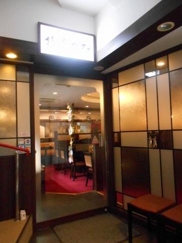 埼玉県所沢市日吉町にある喫茶店「椿屋カフェ 所沢駅前店」入口外観