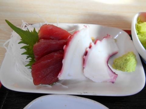 東京都江戸川区瑞江2丁目にある居酒屋「かまどや 瑞江店」かまどや定食の刺身