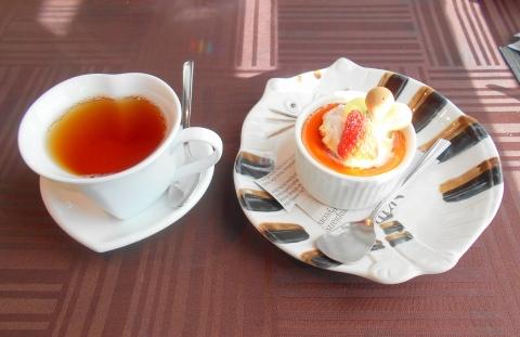 埼玉県さいたま市岩槻区加倉3丁目にある洋食店「ボナペティ・ピコ」ホットレモンティーとデザート