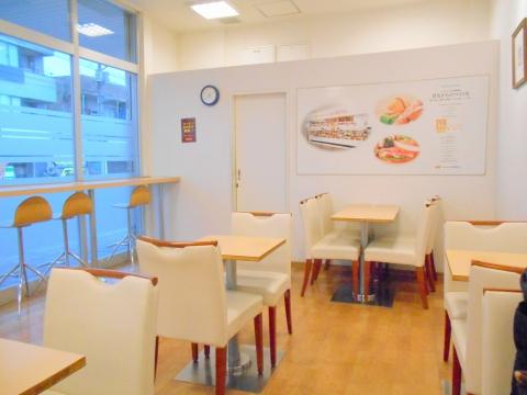 埼玉県所沢市西所沢1丁目にあるパン、サンドイッチのお店「フレッシュベーカリー神戸屋 西所沢駅店」店内