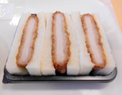 埼玉県所沢市西所沢1丁目にあるパン、サンドイッチのお店「フレッシュベーカリー神戸屋 西所沢駅店」カツサンド