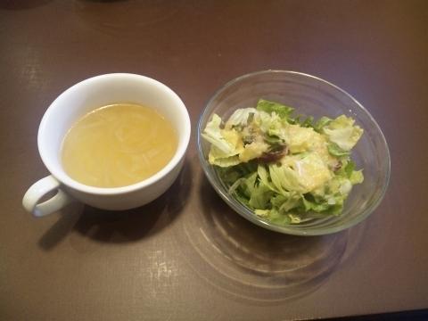埼玉県所沢市上安松にあるステーキ店「ステーキハウス 松木 所沢上安松店」スープ、サラダ