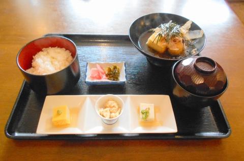 埼玉県越谷市大泊にある割烹料理店「割烹 佳瑞」鯛かぶと煮セット