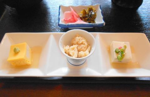 埼玉県越谷市大泊にある割烹料理店「割烹 佳瑞」先付3品と漬物