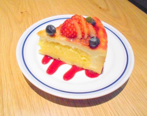 神奈川県相模原市南区相模大野3丁目にあるカフェ「Mauka Meadows マウカメドーズ 相模大野ステーションスクエア店」ベリートリーズのタルト