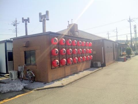 西武池袋線と西武新宿線の所沢駅を最寄駅とする埼玉県所沢市上安松にある焼肉ステーキハンバーグの肉の万世所沢店の外観