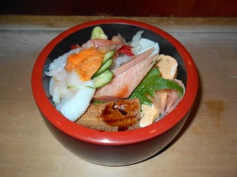 東武スカイツリーラインの一ノ割駅近くの埼玉県春日部市備後東1丁目にある寿司店なかだ寿司の特上ちらし