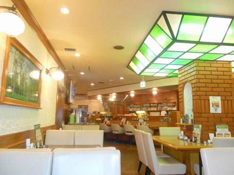 東京都台東区駒形1丁目にある喫茶店「ピポット」店内