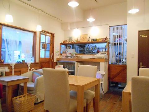 東京都大田区田園調布南にあるカフェ「カフェ ユニゾン cafe UNISON」 店内