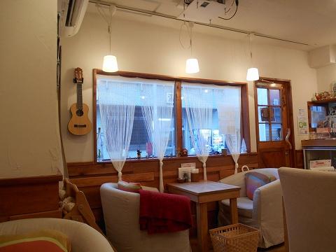 東京都大田区田園調布南にあるカフェ「カフェ ユニゾン cafe UNISON」店内
