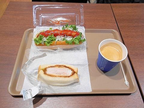 東京都大田区西嶺町にあるパン・サンドイッチのお店「ベルベ たまがわ店」ホットドッグとカツサンドとコーヒー