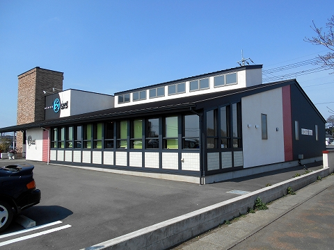 JR東北本線の古河駅を最寄駅とする茨城県古河市下大野にあるカフェB'sCAFE石窯ダイニング古河店の外観