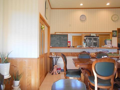 埼玉高速鉄道埼玉スタジアム線の浦和美園駅近くの埼玉県さいたま市緑区代山にあるカフェ射光どっとの店内