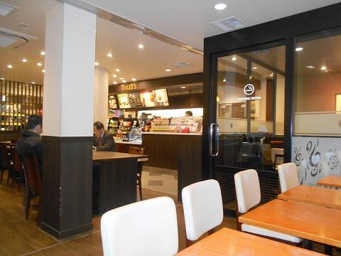 TULLY'S COFFEE タリーズコーヒー 京急川崎駅店 店内