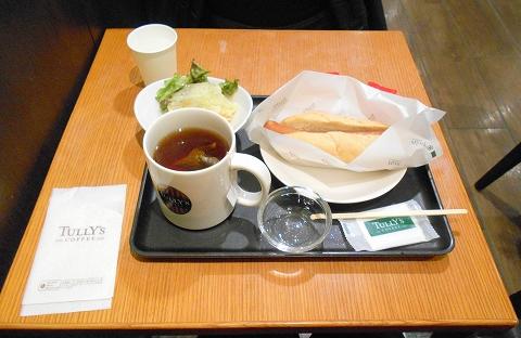 TULLY'S COFFEE タリーズコーヒー 京急川崎駅店 ポールバーグドッグオリジナルとサラダとドリンクのセット