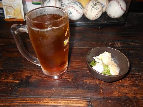 西武池袋線と西武狭山線の西所沢駅近くの埼玉県所沢市西所沢1丁目にある焼鳥店やきとりダルマっくすのウーロン茶とお通し