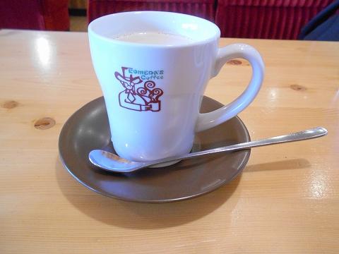 群馬県館林市富士見町にある喫茶店「コメダ珈琲 館林店」たっぷりホットミルクコーヒー