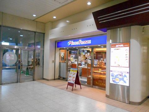 JR宇都宮線の古河駅を最寄駅とする茨城県古河市本町1丁目にあるパンとサンドイッチのお店VIEDEFRANCEヴィドフランス古河店の外観