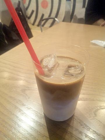 東京都台東区浅草2丁目にあるカフェ、バーの「ザックバラン ZAKBARAN」アイスカフェオーレ