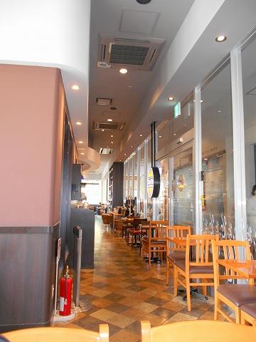 西武新宿線の狭山市駅を最寄駅とする埼玉県狭山市祇園にあるカフェTULLY'SCOFFEEタリーズコーヒーエミオ狭山市店の店内