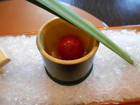 広島県広島市西区三滝町にある料亭「三瀧荘」雅コースの前菜のミニトマトレモン煮