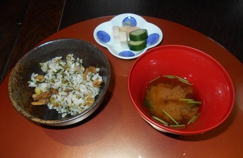 広島県広島市西区三滝町にある料亭「三瀧荘」雅コースの食事、止椀、香物