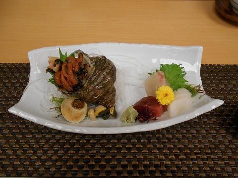 JR山陽本線の尾道駅を最寄駅とする広島県尾道市新浜1丁目尾道国際ホテル内にある海鮮料理と日本料理の四季亭の尾道おひつ瀬戸内造り盛り合せ