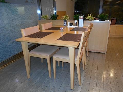 JR山陽本線の尾道駅を最寄駅とする広島県尾道市新浜1丁目尾道国際ホテル内にある洋食とレストランのラ・メールの店内