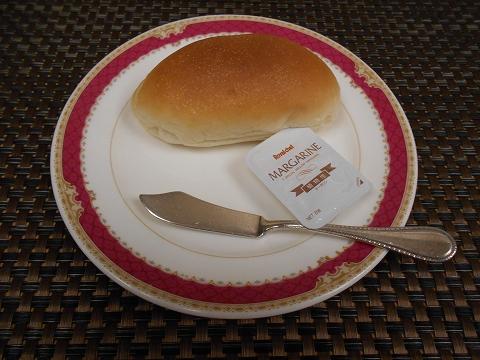 JR山陽本線の尾道駅を最寄駅とする広島県尾道市新浜1丁目尾道国際ホテル内にある洋食とレストランのラ・メールのエトワールのパン
