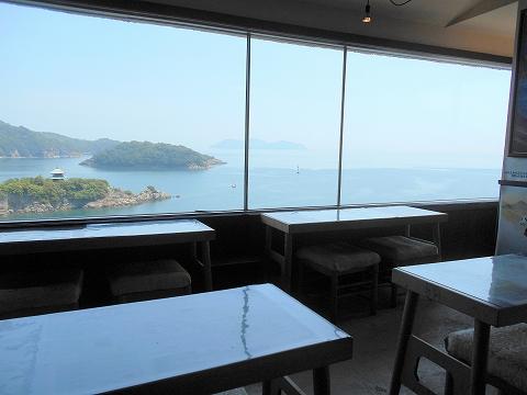 広島県福山市鞆町鞆にある喫茶店「展望喫茶901」店内からの眺め