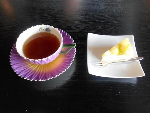 広島県福山市鞆町鞆にある喫茶店「展望喫茶901」生姜紅茶ととおからで作ったチーズケーキ