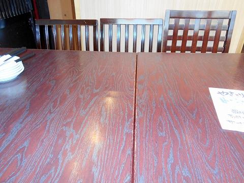 埼玉県越谷市千間台西1丁目にある「やきとり道場 さくら せんげん台西口店」座った6人掛けの席