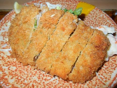 東京都練馬区関町北2丁目にある「とんかつ味よし」特上ヒレカツ定食(青ジソ入り)