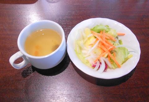 西武池袋線の武蔵藤沢駅を最寄駅とする埼玉県入間市東藤沢2丁目にあるいきなりステーキ入間店のスープとサラダ