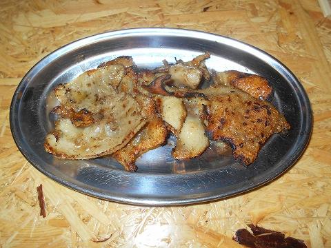 東京都墨田区横網1丁目にある鶏料理、居酒屋の「とり家ゑび寿 両国店」皮焼き