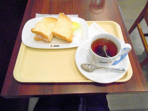 千葉県船橋市本町にあるカフェ「DOUTOR COFFEE SHOP  ドトールコーヒーショップ 船橋北口店」朝カフェ・セットA ハムタマゴサラダ