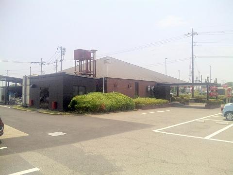 東武アーバンパークラインの藤の牛島駅を最寄駅とする埼玉県春日部市下柳にある焼肉とステーキとハンバーグの肉の万世庄和インター店の外観