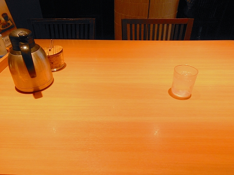 JR南武線JR横須賀線JR湘南新宿ライン東急東横線東急目黒線の武蔵小杉駅を最寄駅とする神奈川県川崎市中原区小杉町3丁目にある定食食堂やよい軒武蔵小杉店の店内