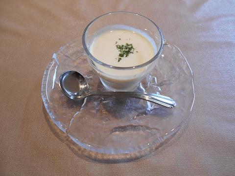 埼玉県春日部市大場にある東武スカイツリーラインの武里駅近くのイタリアンダイニングカンズカフェKan'sCafeのとうもろこしの冷製スープ