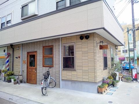 埼玉県春日部市大場の東武スカイツリーラインの武里駅近くにあるにある喫茶店ぐるっしゅごっどGrüßGottの外観