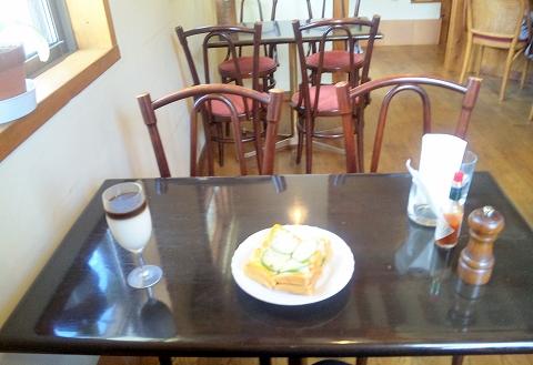 埼玉県春日部市大場の東武スカイツリーラインの武里駅近くにあるにある喫茶店ぐるっしゅごっどGrüßGottのオーレグラッセとピザトースト