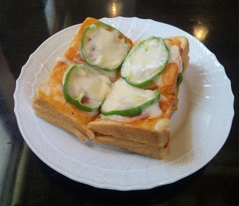 埼玉県春日部市大場の東武スカイツリーラインの武里駅近くにあるにある喫茶店ぐるっしゅごっどGrüßGottのピザトースト