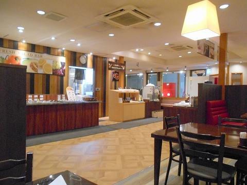 東京都練馬区谷原2丁目にあるステーキ、ハンバーグのお店 「けん KEN ステーキハンバーグ&ブレッドバー 練馬谷原店」店内