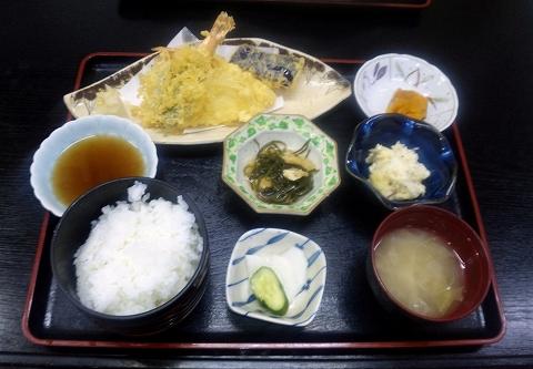 東武スカイツリーライン武里駅近くの埼玉県春日部市大場にある割烹小料理さか本の天ぷら定食