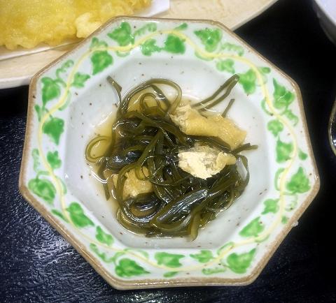 東武スカイツリーライン武里駅近くの埼玉県春日部市大場にある割烹小料理さか本の天ぷら定食の小鉢もずく