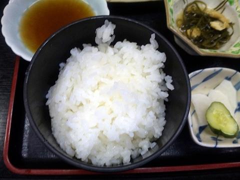 東武スカイツリーライン武里駅近くの埼玉県春日部市大場にある割烹小料理さか本の天ぷら定食の御飯